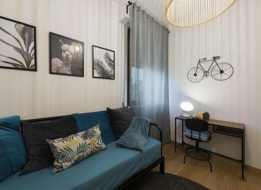 Divano della camera blu del bed and breakfast in centro Firenze La Marmora 39