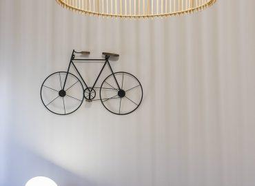Dettaglio bici camera blu del bed and breakfast in centro Firenze La Marmora 39