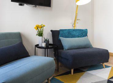 Poltroncine in camera blu del bed and breakfast in centro Firenze La Marmora 39